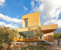 prefabricated, blonde segovia pine planes characterize a quiet dwelling an hour outside madrid that is meant to connect with the landscape while perched upon the land undisturbed.
