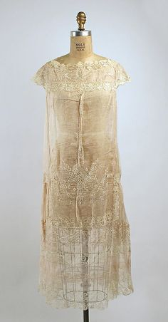 Dress  Boué Soeurs (French)  Date: 1925 Culture: French Medium: cotton Dimensions: Length at CB: 45 in. (114.3 cm)