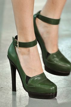 Hunter green shoes with a slight menswear vibe without being too clunky.