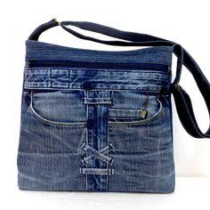 Džíska kapsářka Nr. 3 / Zboží prodejce jarama | Fler.cz Denim Tote Bags, Denim Purse, Denim Bag Patterns, Denim Crafts, Recycled Denim, Fabric Bags, Only Jeans, Denim Fashion, Farmer