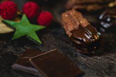 Plätzchen mit Schokolade, Nougat und Haselnüsse: Die Nougatstangen nach Omas Art sind herrlich mürbe und schokoladig!