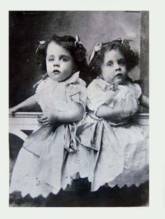 daisy and violet hilton, conjoined twins. I love the hilton twins.