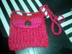 Het is een zelf gebreide tas , ik heb het gemaakt op een loom bord en je hebt maar een bol dik wol nodig like dit en deel gr. Mellisa