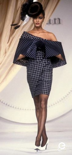 I'd wear this striking 1991 Christian Dior dress today, if I could get my hands on it. The only thing I would change is the shoe color. Dior Fashion, Couture Fashion, Runway Fashion, Womens Fashion, Dior Haute Couture, Christian Dior, Vintage Couture, Vintage Fashion, Vetements Clothing