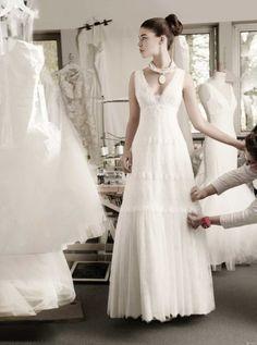 vestido de noiva de decote em bico e silhueta evase de atelier cymbeline 2016