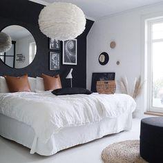 Da setter jeg meg på flyet sørover til casa'n vår🌴😎 Fin kveld til dere alle ❤️ ____________________________________________________… Guest Room Decor, Teen Room Decor, Bedroom Decor, Bedroom Ideas, Next Bedroom, Small Guest Rooms, Ideas Hogar, Black Walls, Bed Styling