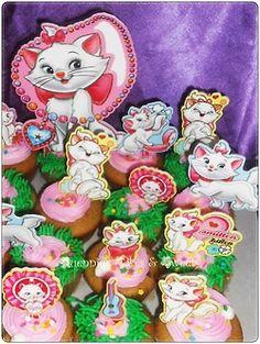 Quennie's Cakes - Aristocats Cupcakes    ChocoBananaNut Cupcakes