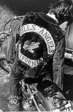 Live to Ride Ride to Church: Motorcycle Clubs and Motorcycle Culture - Angels - Motorrad Biker Clubs, Motorcycle Clubs, Motorcycle Outfit, Bike Gang, Vintage Biker, Hells Angels, Biker Style, Vintage Motorcycles, Kirchen