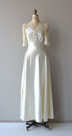 Wedding Dress Vintage wedding gown - seam lines - Vintage Outfits, Vintage Dresses, Vintage Clothing, Wedding Dress Trends, Wedding Gowns, 1930s Wedding, Lace Wedding, 30s Fashion, Vintage Fashion