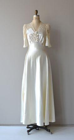 Wedding Dress Vintage wedding gown - seam lines - Vintage Outfits, Vintage Dresses, Vintage Fashion, Vintage Clothing, Wedding Dress Trends, Wedding Gowns, 1930s Wedding, Lace Wedding, Types Of Gowns