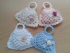 This newborn sleep sack, a free crochet pattern, falls right in line with the Painted Canyon style. Get the preemie or the newborn patterns for free. Crochet Sachet, Crochet Potholders, Crochet Purses, Crochet Gifts, Crochet Dolls, Crochet Baby, Crochet Bikini, Knit Crochet, Crochet Keychain