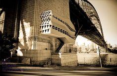 Des lieux sans fonctionnalité Murs pignons, toits d'immeubles, ponts, porte-à-faux, etc.: face à la saturation du bâti, investir les porosités urbaines s'affiche désormais comme un…