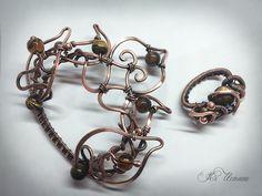 Пряжка с платочным кольцом. Медь, состарена, отполирована. Тигровый глаз, медные бусины, имитация янтаря. wire wrap