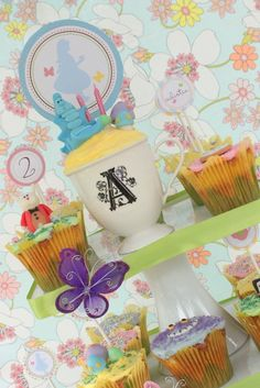 PRINTABLE 4 INCH Party Circles - Alice in Wonderland Birthday Party Collection - PASTELS - The TomKat Studio. $8.50, via Etsy.