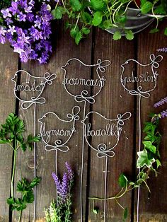 astra / bylinka pre zdravie Wire Ornaments, Country Crafts, Garden Stakes, Wire Crafts, Recycled Crafts, Wire Art, Arts And Crafts, Creative, Handmade
