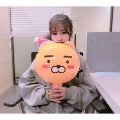 Nayeon Bias Wrecker Sakura Miyawaki, Yu Jin, Japanese Girl Group, Only Girl, Starship Entertainment, The Wiz, Girl Crushes, Shiba Inu, Kpop Groups