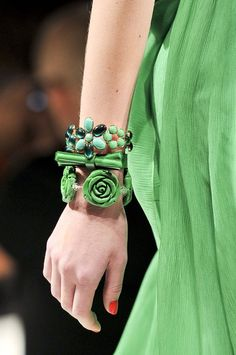 this is probably more of a kelly green but I love that jewelry! Blugirl at Milan Fashion Week Spring 2012 Emerald Green, Blue Green, Green Style, Turquoise, Spring Green, Spring Summer, Color Of The Year, Green Fashion, Kelly Green