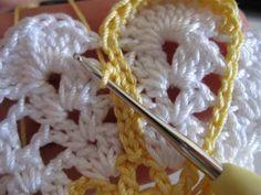 Crochet Hexagon Blanket, Crochet Doily Rug, Crochet Leaves, Crochet Dishcloths, Crochet Doily Patterns, Crochet Tablecloth, Crochet Squares, Thread Crochet, Crochet Designs