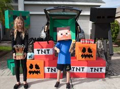 "For this Halloween season, get a few Minecraft Trunk or Treat ideas to thrill the kids with.and be a top competitor for the ""Best Trunk"" prize! Holidays Halloween, Halloween Treats, Happy Halloween, Halloween Decorations, Halloween Season, Halloween 2019, Halloween Party, Halloween Costumes, Diy Costumes"