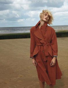 Vogue UK Editorial August 2014 - Delfine Bafort by Yelena Yemchuk Fashion Poses, Fashion Shoot, Editorial Fashion, Vogue Uk, Photography Beach, Editorial Photography, Katharine Ross, Beach Attire, Beach Outfits
