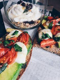 Τα 10+3 καλύτερα brunch της Αθήνας - www.olivemagazine.gr Caprese Salad, Pasta Salad, Cobb Salad, Brunch, Ethnic Recipes, Food, Places, Crab Pasta Salad, Essen