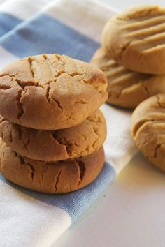 the only cookie recipe you'll ever need   Cooker and a Looker - Australian Home Cooking Chewy Sugar Cookie Recipe, Breakfast Cookie Recipe, Basic Cookies, Sugar Cookie Recipe Easy, Easy Sugar Cookies, Easy Cookie Recipes, Biscuit Recipe, Basic Vanilla Cookie Recipe, Easy Recipes