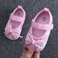 1 million+ Stunning Free Images to Use Anywhere Cute Baby Shoes, Baby Girl Shoes, Cute Baby Girl, Cute Baby Clothes, Girls Shoes, Doll Clothes, Felt Shoes, Bow Shoes, Baby Bling