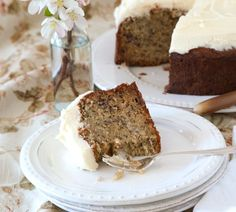 The best banana cake by Annabel Langbein Best Ever Banana Cake, Best Cake Ever, Baking Recipes, Cake Recipes, Dessert Recipes, Food Cakes, Cupcake Cakes, Cupcakes, Ultimate Chocolate Cake