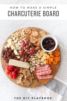 How to make a simple charcuterie board. How to make a cheeseboard for your next party. This is an easy appetizer for Thanksgiving or Friendsgiving. Make a colorful and delicious snack for your next party! Charcuterie Recipes, Charcuterie Plate, Charcuterie And Cheese Board, Cheese Boards, Food Platters, Cheese Platters, Meat Appetizers, Appetizers For Party, Thanksgiving Appetizers