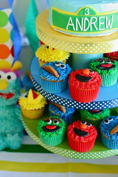 Sesame Street cupcakes - cookie monster, elmo, big bird, oscar the grouch made with cookies, marshmallows, candies
