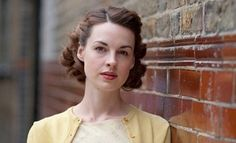 Short and bouncy curly 50s hair on Jenny from Call the Midwife.  Possible to pull this off without hot rollering my hair every day?  I don't know!