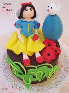Monas de Pascua 2014 - Blanca Nieves Snow white in fondant www.tartasdelunallena.blogspot.com maria jose cake designer