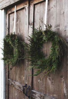 "suzieandersonhome: ""Barn Door Christmas Wreaths """