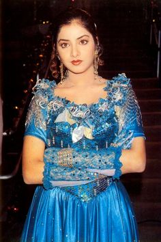 A tribute to the forgotten actress, Divya Bharti. Divya was the stormy wave of love that touched us, drenched us, and then passed us. Vintage Bollywood, Bollywood Pictures, Bollywood Actress Hot Photos, Hindi Actress, Beautiful Bollywood Actress, Indian Bollywood, Bollywood Fashion, Beautiful Actresses, Beautiful Girl Indian