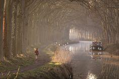 Canal à Toulouse, France. © P. Nin - Ville de Toulouse #visiteztoulouse