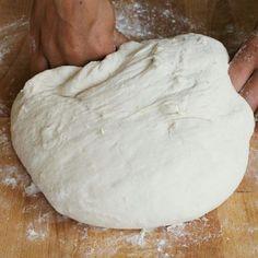 Pizza Source by rnazaret Pizza Pizzeria, Pizza Recipes, Cooking Recipes, Pizza Rustica, Focaccia Pizza, Best Italian Recipes, Good Pizza, Pizza Dough, Frittata