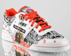 reebok classic x keith haring exofit plus hi r13 mens trainers on feet