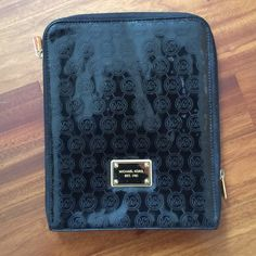 Michael Kors iPad 2 sleeve Great condition, only used for a few weeks Michael Kors Accessories Tablet Cases