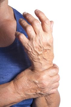 Are you in pain because of arthritis? These 5 essential oils can help reduce pain and inflammation related to arthritis. Essential Oils For Pain, Homemade Essential Oils, Essential Oil Uses, Doterra Essential Oils, Young Living Essential Oils, Natural Remedies For Arthritis, Young Living Oils, Health And Beauty, Rheumatoid Arthritis