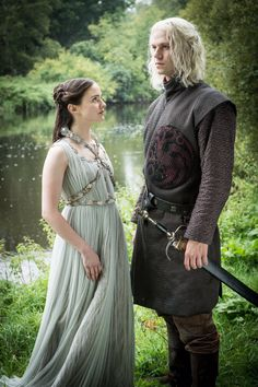 """Rhaegar loved his lady Lyanna and thousands dies for it.""-Barristan Selmy thoughts during chapter 67 of A Dance with Dragons. ""Lyanna x Rhaegar Game of Thrones final episode wedding"" Dessin Game Of Thrones, Got Game Of Thrones, Winter Is Here, Winter Is Coming, Game Of Thrones Costumes, Game Of Thrones Characters, Margaery Tyrell, Daenerys Targaryen, Khaleesi"