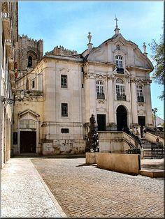 Chiesa di Sto Antonio e Museo Antoniano al posto dove era la casa dove è stato nato.