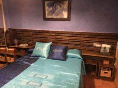 El cabecero es una parte fundamental de la cama, que a su vez es donde descansamos y reponemos energía para el día siguiente. Por eso es muy importante elegir uno que se adecue a nuestros gustos y necesidades. Con este cabecero de estilo rústico hecho a medida tendrás un complemento práctico, acogedor y cálido con el que acompañar tus sueños. Cama Industrial, Bed, Furniture, Home Decor, Rustic Style, Rustic Furniture, House Decorations, Wood Head Boards, Cozy