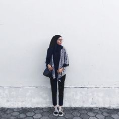 Hijab Style Dress, Hijab Wear, Ootd Hijab, Girl Hijab, Hijab Chic, Muslim Fashion, Hijab Fashion, Fashion Outfits, Ootd Poses