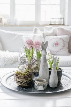 All Details You Need to Know About Home Decoration - Modern Elle Decor Magazine, Easter 2021, Easter Table, Holidays And Events, Easter Crafts, Happy Easter, Decor Styles, Diy And Crafts, Sweet Home