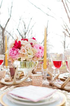 table decor. love the use of antlers