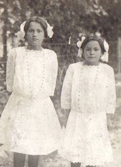 Melungeons girls. Melungeons are a mix of African American, White European, and Native American. (Usually Cherokee) They settled in Eastern Tennessee and Western NC. I have this in my ancestry on my mother's side.