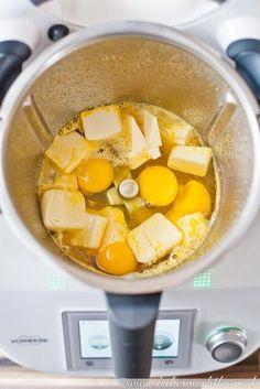 Sehr lecker, nicht nur zum aufs Brot streichen, sondern auch zum Backen oder Gebäck füllen: Orange Curd. :)
