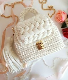 Marvelous Crochet A Shell Stitch Purse Bag Ideas. Wonderful Crochet A Shell Stitch Purse Bag Ideas. Free Crochet Bag, Crochet Shell Stitch, Cute Crochet, Crochet Crafts, Knit Crochet, Crochet Bags, Beautiful Crochet, Diy Crafts, Crochet Handbags