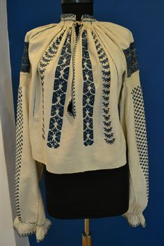 Romanian blouse - ie. Folk Clothing, Folk Embroidery, Textiles, Costumes, Popular, Hoodies, Origins, Sewing, Knitting