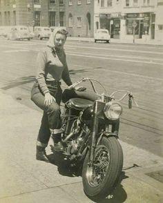 #harleydavidsongirlswoman #harleydavidsonmotorcycles #harleydavidsonboots